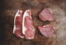 España es uno de los mayores países consumidores y productores de carne, multiplicando por seis la cantidad de consumo recomendado. Este hecho genera graves consecuencias en el medioambiente como la aceleración del cambio climático y la erosión de los suelos.