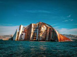 Sri Lanka atraviesa su peor desastre ecológico, con el incendio y hundimiento, del barco X-press Pearl el pasado mes de mayo. Este contenía alrededor de 1.500 contenedores con materiales plásticos y sustancias químicas, que han sido vertidos al mar y han dejado las costas del oeste índico sumergidas en una profunda crisis medioambiental de la que tardarán en recuperarse.